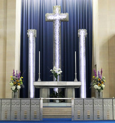 Altar and chancel - The Glass Church (Monceau) Tags: renélalique altar cross flowers glass railing glasschurch stmatthewschurch jersey millbrook lalique
