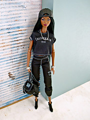 Adele in black (Deejay Bafaroy) Tags: facesofadele adele makeda integrity toys fashion royalty thefacesofadele doll puppe fr black schwarz portrait porträt wig perücke cap kappe