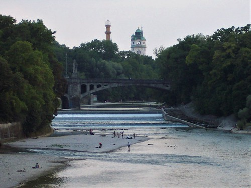 Paddling and swimming in the river Isar