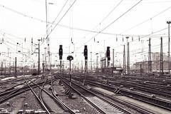 (der-kruemel) Tags: 1835 1835mm 70d bahnhof bf canon canoneos70d eos eisenbahn fernverkehr frankfurt frankfurtammain gleis8 gleisvorfeld hauptbahnhof hbf oberleitung overheadline railwaysignal sigma sigma1835mm sigma1835mmf18 sigma1835mmf18dchsm signal signale splittoning teiltonung track8 train zug centralstation mainstation railway railwaystation