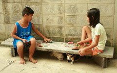 cards and cats (the foreign photographer - ฝรั่งถ่) Tags: two children cat sitting playing cards canon khlong thanon portraits bangkhen bangkok thailand