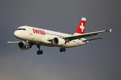Swiss International Air Lines Airbus A320-214 HB-IJD (Kambui) Tags: swissinternationalairlines airbus a320214 hbijd