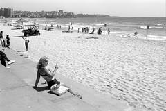 Manly beach, Sydney, summer 2017  #810 (lynnb's snaps) Tags: 35mm bw film ferraniap30 leicaiiic cv21mmf4colorskoparltm leicafilmphotography manlybeach sydney australia summer xtol kodakxtoldeveloper blackandwhite bianconegro blackwhite bianconero biancoenero blancoynegro noiretblanc schwarzweis monochrome ishootfilm rangefindercameras 2017 ©copyrightlynnburdekinallrightsreserved rangefinder barnack