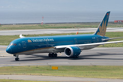 Vietnam Airlines VN-A869 (kuni4400) Tags: vietnamairlines vn hvn vna869 b789 dreamliner kix rjbb aircraft airplane a7m3 sel70200g