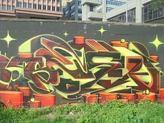 483 (en-ri) Tags: besk 18 2018 giallo marrone grigio arancione zena genova wall muro graffiti writing giardinidiplastica giardinibaltimora