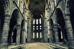 in between (Jam Faz) Tags: villerslaville abbey monster calls abadia ruinas ruins bj meio te between good bad bom mau cistercian wallonia brabant cister valónia monk monge