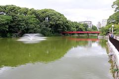 Osaka - Wake Bridge (1) (Rubén Hoya) Tags: wake bridge puente del amanecer osaka garden parque lago estanque