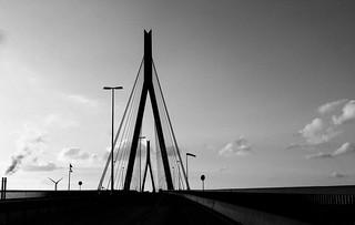 Schatten der Köhlbrandbrücke