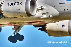 Beacon On: Tuifly Boeing 787-8 Dreamliner (PictureJohn64) Tags: airplane airport motor d7100 vliegveld vliegtuig aeronauticas aerodrome nikon netherlands picturejohn64 plane aircraft engine closeup light 7878 tuifly detail dreamliner boeing beacon