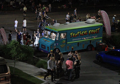 Hot Night Ice (arbyreed) Tags: arbyreed night highiso foodtruck shavedice summer hot hotevening tropicalfruitice