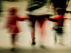 J' étais un enfant, ce monstre qu' ils fabriquaient avec leurs regrets. (Ynot-Na) Tags: abstract abstrait abstraction flou fantôme déambulationsectoplasmiques blur rouge enfants