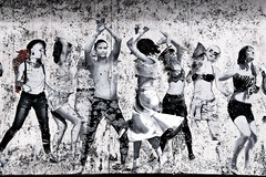 . (just.Luc) Tags: streetart urbanart people gens mensen leute dancing dansen dansant allemagne deutschland duitsland germany berlin berlijn europa europe
