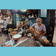 the lassiwala ..           #LGG6 #VSCO (istiaque.mohammad) Tags: mobile mobilography mobilephone mobilephotography cellphonephotos cameraphone smartphone androidography lg lgg6 lgg6short vsco day india indian indianfood travel traveldestination people still street westbengal kolkata lovefood lovephoto old man male market fotografia foto