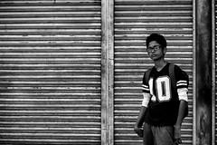 10 (Claudia Merighi) Tags: 10 ten dieci street streetphotography fotografiadistrada fotografiacallejera bnbwbwbiancoenero whiteblack blackandwhitephotos blackandwhiteonly blackwhitephotos noiretblanc srilanka ricoh claudiamerighi people travel