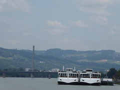P1060099 (Elisabeth patchwork) Tags: ships water river danube donau bridge linz austria