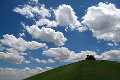 Hacia el cielo (Oscar Moral) Tags: nubes escultura parque madrid