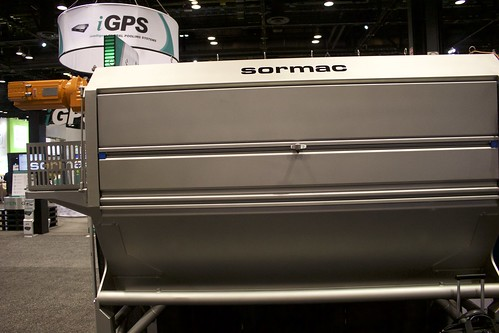 The knife peeler MS series from Sormac is designed for continuous peeling of pre-washed root products.