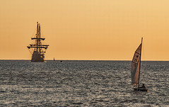 "Arrival of the gallion "" El Galeon Andalucia "" (o.penet) Tags: sea boats blue sundown ships details yellow fundation naovictoria nikon penet normandie honfleur gallion"