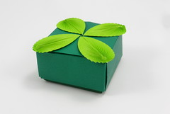 Box with Leaves (tip-to-tip, 32 divisions) (Michał Kosmulski) Tags: origami box leaves foliage colorchange michałkosmulski kamipaper green