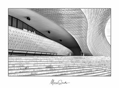 Museum of Art, Architecture and Technology - (MAAT) (Marian Smeets) Tags: lissabon lisboa architectuur architecture monochrome monochroom blackandwhitephotography blackandwhite zwartwitfotografie zwartwit museumofartarchitectureandtechnology maat portugal mariansmeets nikond750 2018 lijn line curve gebouw building