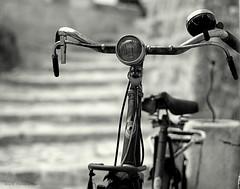 Le vélo de Matera  ... (Eric DOLLET - Ici et ailleurs) Tags: ericdollet italie nb noiretblanc vélo