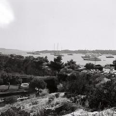 Greece-R1_04 (kiproof) Tags: athens greecemonochrome blackandwhite film ilford hp5 iskra 6x6 120film vouliagmeni
