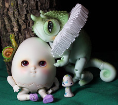 Let me get that for you (bentwhisker) Tags: dolls bjd resin anthro egg lizard chameleon soom neoangelregion humptydumpty reptiledoll lucas 8801