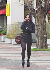 La conversacion (carlos_ar2000) Tags: conversacion chat llamada call chica girl mujer woman bella beauty sexy calle street linda pretty gorgeous buenosaires argentina
