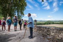 Le guide et les visiteurs (pascal548) Tags: mane alpesdehauteprovence france