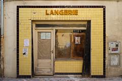 boulangerie-patisserie Pichon, Arles (Xavier de Jauréguiberry) Tags: france provence bouchesdurhône arles laroquette devanture shopwindow boulangerie boulangeriepatisserie