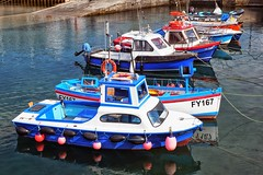 CORAL (roberke) Tags: water bootjes scheepjes outdoor zonlicht zonnig sun sunlight colorfull kleurrijk diagonaal rood red blauw bleu blue