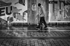 Im Dialog (Deinert-Photography) Tags: cityschlachte deutschland fujifilmx100f schwarzweis bremen schwarzweiss streetfotografie street citylife hb hansestadt streetart streetphoto streetphotography ubanphotography urban