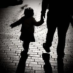 Είδα ένα παιδί (Argyro Poursanidou) Tags: παιδί άγγελοσ προστασία φροντίδα γονείσ πατέρασ μητέρα κόσμοσ ελπίδα kid child children love angel protection parents mother father family οικογένεια world hope αγάπη affection hold hand blackandwhite bw monochrome street people light shadow silhouette