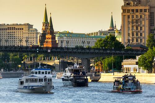 Движение на Москва реке