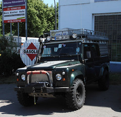 Defender (Schwanzus_Longus) Tags: hamburg german germany car vehicle modern 4x4 awd 4wd offroad offroader land rover defender gb uk great britain british england english