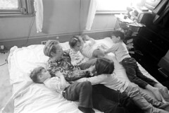 040171 18 (ndpa / s. lundeen, archivist) Tags: nick dewolf nickdewolf blackwhite monochrome blackandwhite 35mm film bw 1971 1970s boston massachusetts beaconhill familyhome 3mtvernonsquare bed man nd family children kids sons daughters siblings twins play playing horsingaround horseplay familytime photographbyalexanderdewolf father dad child boy girl ivan vanessa quentin thalia nicole boys girls onabed onthebed playingonthebed rollingaroundonthebed may