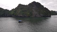 Bahía de Halong (pasean2) Tags: bahíadehalong vietnam crucero barcos islotes pescadores pueblos