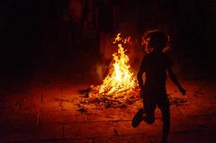 akelarre-3 (eduardo menéndez) Tags: fuego noche dark sombras fire silhouette siluetas