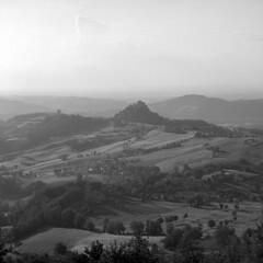 The Castle - Rossena (Reggio Emilia) - June 2018 (cava961) Tags: canossa rossena castle analogue analogico monocromo monochrome bianconero bw 6x6