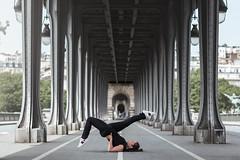 (dimitryroulland) Tags: nikon d600 85mm 18 dimitryroulland pilates yoga yogi dance dancer flexible people birhakeim paris france urban street city natural light pointe bridge