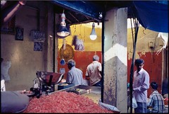 Mysore, market (Gab Pagani) Tags: india karnataka mysore market travel reportage leica m7 kodak ektar 100 zeiss biogon 35 2 kodakektar100