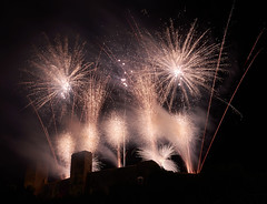 Fireworks (hbothmann) Tags: monteriggioni toskana italien feuerwerk monteriggioniditorrisicorona2018 toscana monteriggioniditorrisicorona tuscany feudartifice fogosdeartifício fuochidartificio fireworks