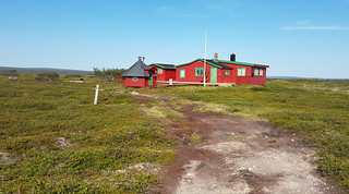 A red cabin at Langsmedvannet