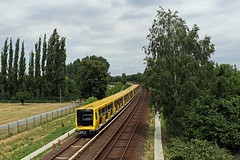 BVG 1035 & 1028 auf der U5 stadteinwärts... (M. Eisenmann) Tags: berlin bvg ubahn underground ik