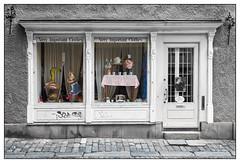 Very Important Clothes (GAPHIKER) Tags: veryimportantclothes very important clothes gamlastan stockholm sweden shop store front facade skomakargaten selectivecolor sc bw black white