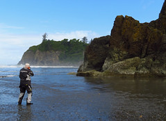 Ruby Beach...well known for photography (al-ien) Tags: rubybeach washington photographer coastline pacific scenic rocks cliff beach surf