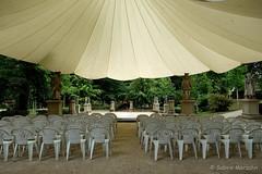 Überdacht (Sockenhummel) Tags: neuruppin tempelgarten dach zeltdach bühne überdachung konzert fujixt10 xt10 fuji