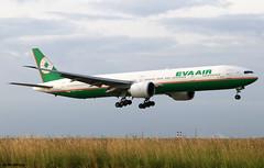 EVA Airways Boeing 777-35E(ER) B-16705 / CDG (RuWe71) Tags: evaairways breva eva evaair evaairwayscorporation evergreengroup taiwan taipei boeing boeing777 b777 b773 b777300 b777300er b77735eer boeing777300 boeing777300er boeing77735e boeing77735eer triple7 b16705 cn32645597 n6009f parisairport parisroissy roissycharlesdegaulle parischarlesdegaulle parischarlesdegaulleairport charlesdegaulleairport aéroportsdeparis cdg lfpg twinjet widebody landing runway sunrise dawn