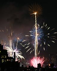 Macys Fireworks NYC 2018-30 (Diacritical) Tags: nikond850 pattern 70200mmf28 20secatf80 july42018 83830pm f80 165mm brooklyn macys4thofjuly fireworks