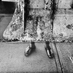 Un peu de légèreté dans la lourdeur du jour... (woltarise) Tags: angus site industriel reflet moi autoportrait détails pieds chaleur 6h15am colonne métal bâtiment patrimoine rosemont quartier montréal streetwise iphone7